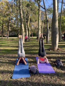 yoga en el río Turia