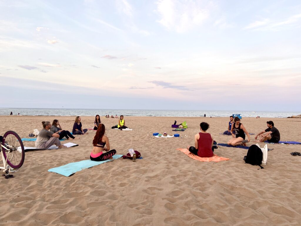 Yoga en la playa valencia